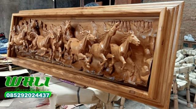 pigura kuda ukir mewah relief furniture masa kini